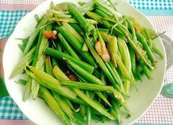 芹菜炒小酥肉片