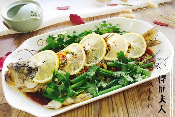 柠檬蒸鲈鱼