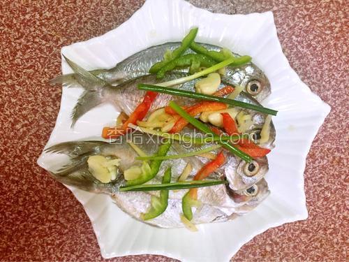 清蒸小大全的鲳鱼蒜头【图】_清蒸小做法的家怎样腌大鲳鱼图片