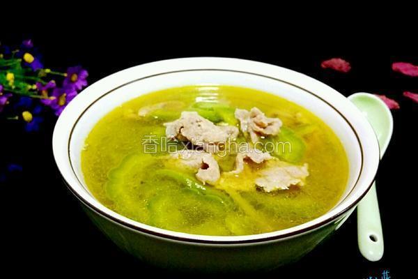 苦瓜排骨汤的功效_苦瓜肉丝汤的做法_菜谱_香哈网