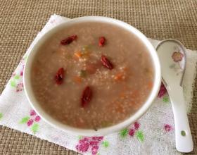 胡萝卜青菜小米粥
