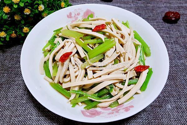 西芹炒豆腐皮