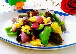 青椒炒鸡蛋木耳紫圆葱