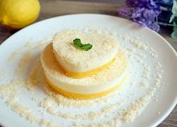 椰丝酸奶慕斯蛋糕
