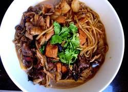 五花肉炖粉条蘑菇