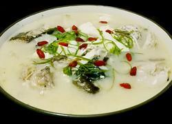 花鲢鱼头豆腐汤