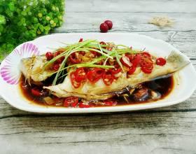 大蒜辣椒蒸鲈鱼