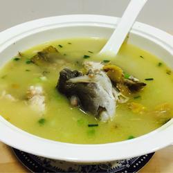 浓稠奶白海鱼汤