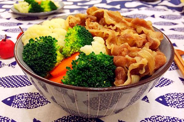 蔬菜小牛饭