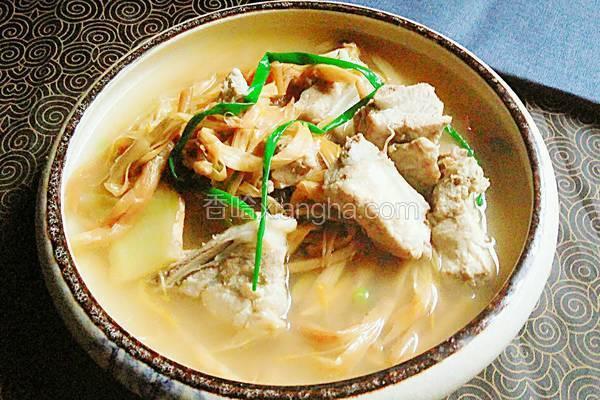 黄花菜煲排骨