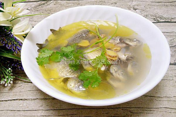 鲫鱼炖茶油
