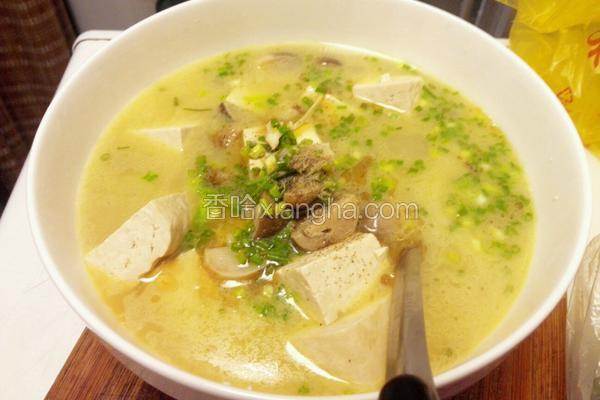 海鲫鱼豆腐菌菇汤