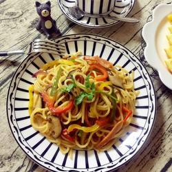 中式火腿蔬菜炒意面