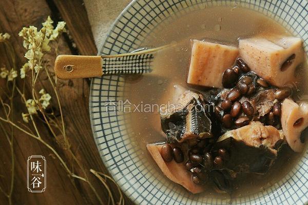 (补血滋阴)莲藕黑豆煲鲶鱼汤