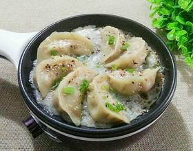 小熊煎锅芹菜鲜肉煎饺