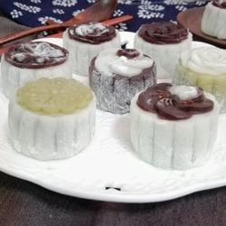 油栗绿豆沙冰皮月饼