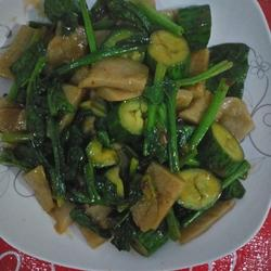 黄瓜菠菜炒灌肠