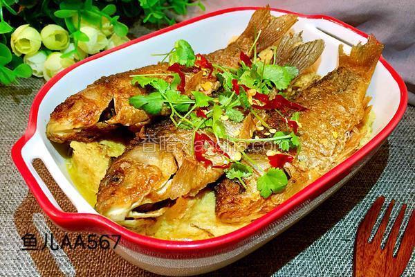 鲫鱼炖冻豆腐