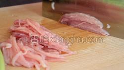 蒜苔炒肉的做法图解2