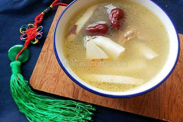 椰子乌鸡炖猪骨汤