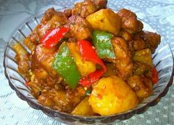 香辣鸡块炖土豆