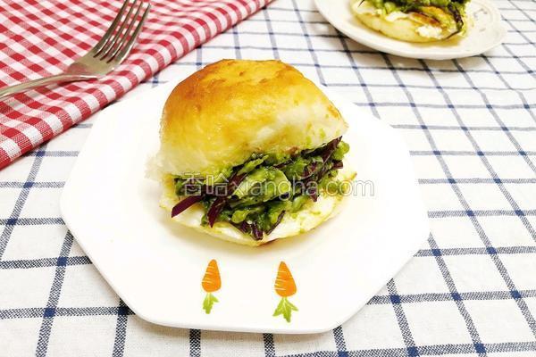 牛油果鸡蛋蔬菜汉堡