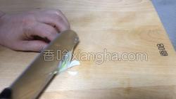 香菇炒黄瓜的做法图解3