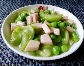 豌豆蛋清肠烩丝瓜