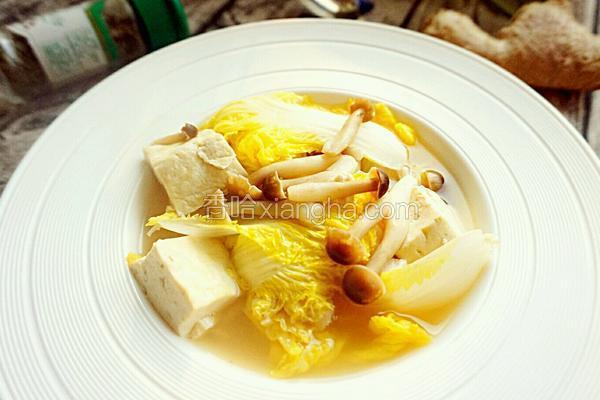 豆腐白菜蟹味菇汤