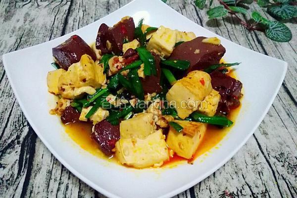 焖豆腐鸭血韭菜
