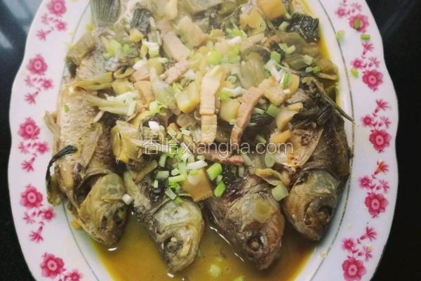咸菜烧鲫鱼