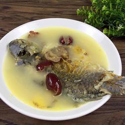 鲫鱼三七红枣汤