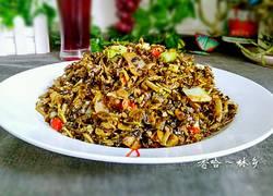 腊肉腌菜炒香椿