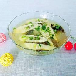 酸菜苦笋汤