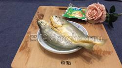 雪菜蒸黄花鱼的做法图解3