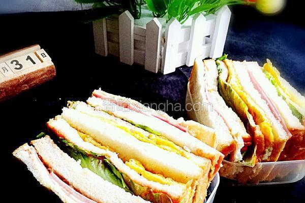 火腿鸡蛋生菜三明治