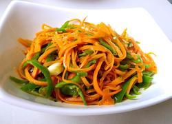 胡萝卜炒青椒