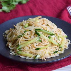 黄瓜鸡丝凉米线