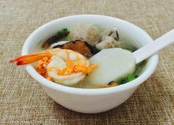 香菇鲜虾排骨年糕汤