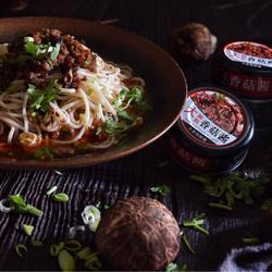 香菇酱肉末米线