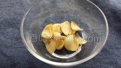 百合荸荠排骨汤的做法图解1