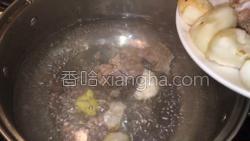 百合荸荠排骨汤的做法图解7