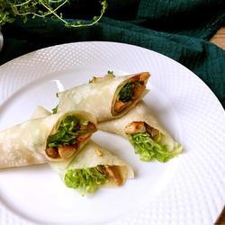 荷叶饼鸡肉蔬菜卷