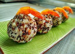 香菇虾仁三色藜麦饭团