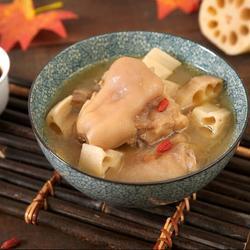 滋润养颜贴秋膘 必备猪蹄莲藕汤