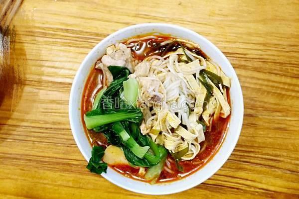 鸡汤砂锅米线