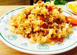 蛤蜊肉腊肠炒饭