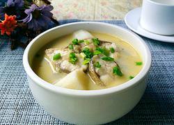 山药炖鱼汤