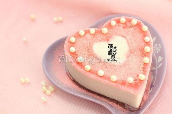 浪漫七夕粉嫩嫩的草莓慕斯蛋糕
