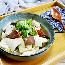 鸭血炖豆腐